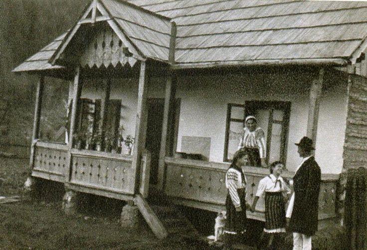 traditional-romanian-house-architecture-village-romanian-people-culture