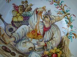 Spaghettiera in ceramica .Decoro pulcinella mangiaspaghetti.Opera maiolicata e decorata a mano