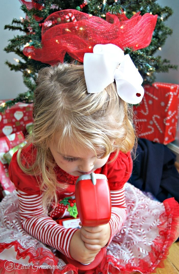 FUN & FRUGAL Christmas Countdown Activities to add to your family activities this Holiday Season! Perfect Christmas Activities Countdown for Kids!