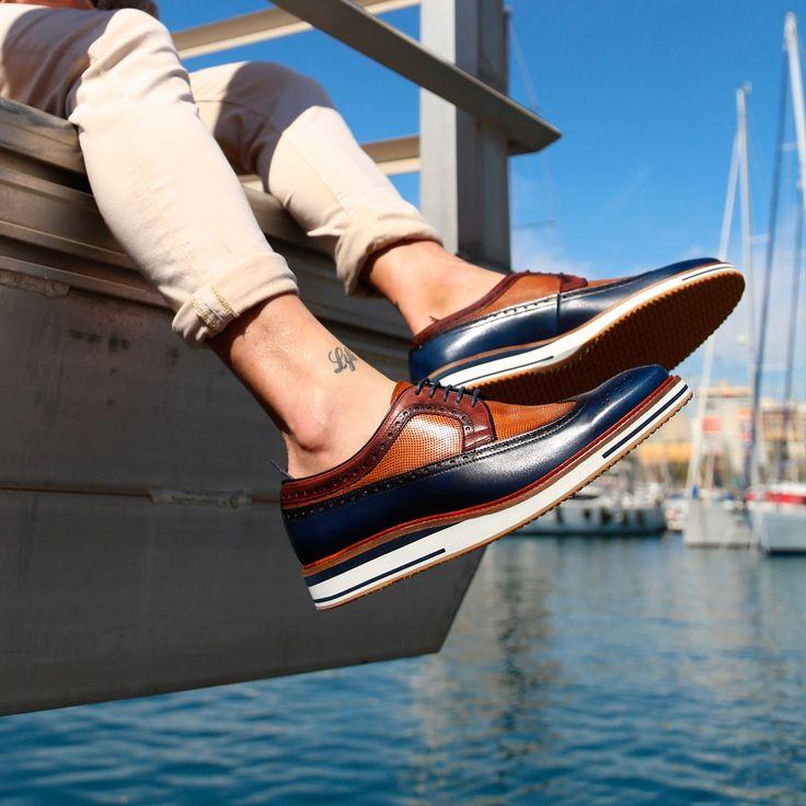 Este zapato Oxford de Ángel Infantes es la definición exacta del sport chic. Ya disponible en nuestras tiendas y en https://www.zapatosmayka.es/es/catalogo/hombre/angel-infantes/vestir-caballero/zapatos-sport/407012061968/04051-2/
