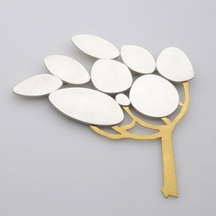 "Eun Jae Baek (S. Korea) - brooch ""windy day"" - silver, gold plated (Galerie Slavik)"