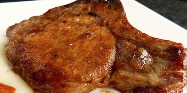 Sastojci  -6 svinjskih krmenadli  -1/2 dl soja sosa  -1/2 dl soka od paradajza  -2 dl piva po izboru  -2 kašike senfa  -1 kašika meda  -3...
