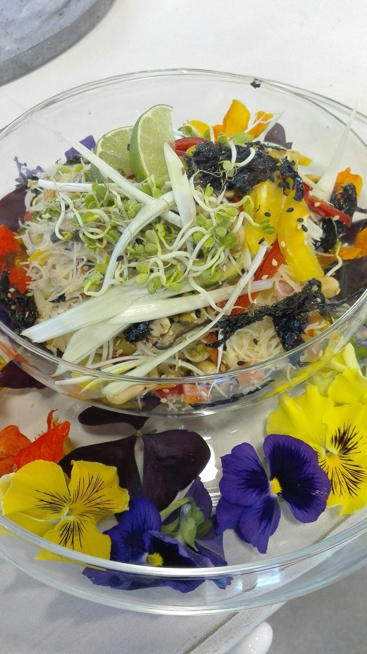 Noodles tailandesi!fiori edibili