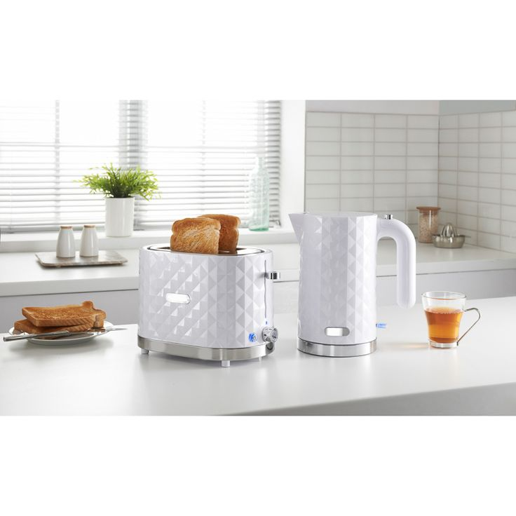 Goodmans Diamond Breakfast Set - classic white kettle and toaster set with a contemporary diamond design - variable browning control and defrost settings