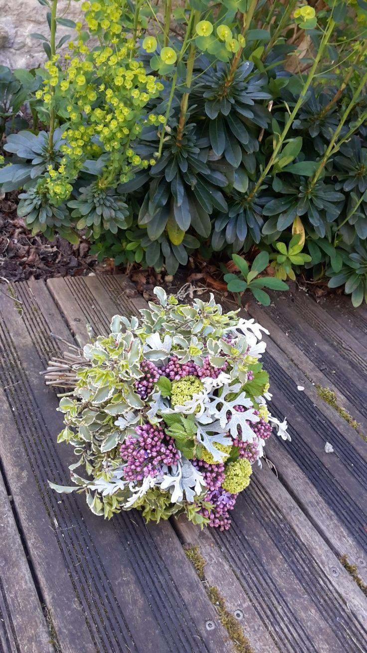 Commandez directement vos fleurs aux fleuristes locaux. Ici c'est Bleu Coquelicot qui vous propose une création originale à 45€ Un doux mélange de teintes pastelles pour ce bouquet rond . en livraison autour de Benet https://www.coleebree.com/benet/bleu-coquelicot/bouquets?command=42f0789a-2d8f-41b4-8dff-a3519b3e6023