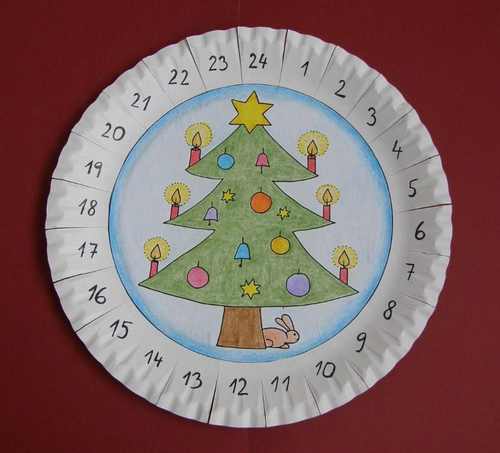 Vyrobte si jednoduchý a pekný adventný kalendár a spríjemnite si tak čas čakania do Vianoc. Deti budú nadšené a určite stojí za to vidieť ich rozžiarené očká, keď zistia, ako blízko sú Vianoce. Tak neváhajte a pustite sa do práce  Tento adventný kalendár je vyrobený z obyčajného papierového taniera, na ktorý do stredu nalepíte …