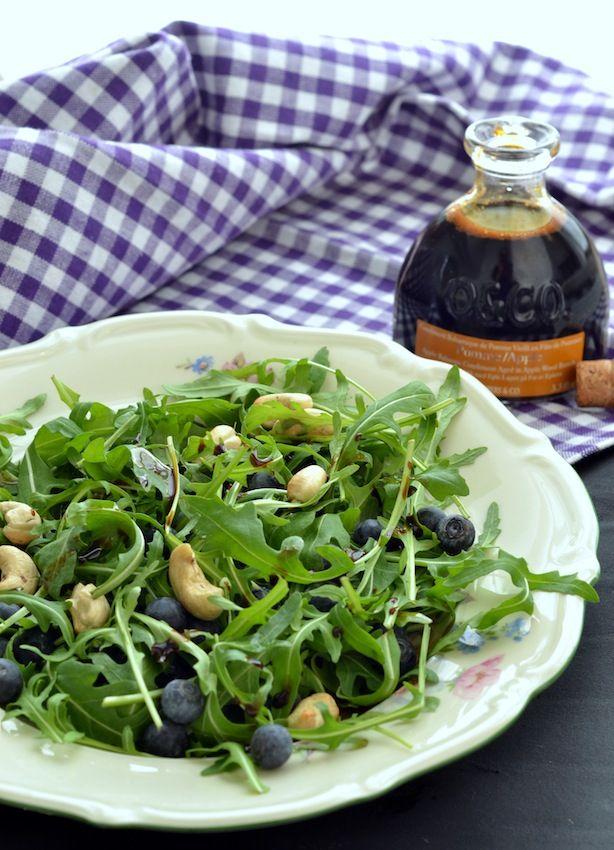 Rucolasalat med blåbær, cashewnødder & æblebalsamico
