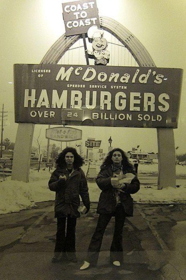 Classic Photo: David Lee Roth and Eddie Van Halen eating Big Mac's back in 1979