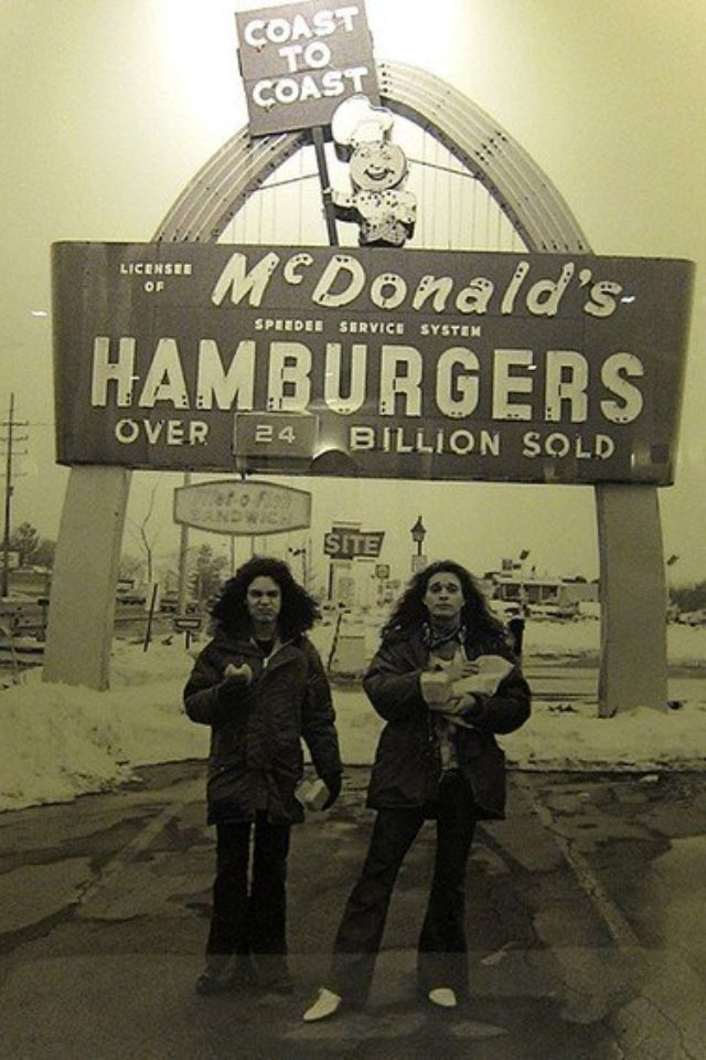 Classic Photo: David Lee Roth and Eddie Van Halen eating Big Mac's back in 1979
