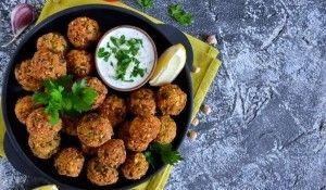Falafel (csicseriborsó fasírt)