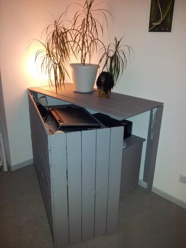 DIY Pallet Foldable Sectional Computer Desk | 99 Pallets @casper4201477 you need to make this for us lol
