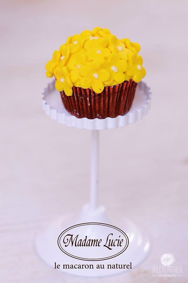 A yellow cupcake and a smile <3 #madamelucie