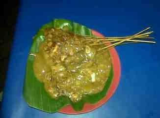 The price of Satay Padang / Sate Padang if you buy from push cart or road side seller is about Rupiah 10.000-20.000 (around USD 1- USD2).