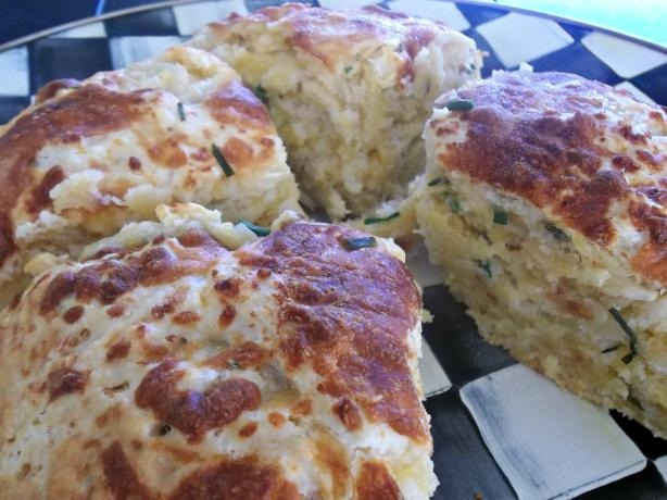 Cheese, Garlic and Chive Damper