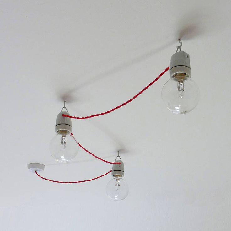 Deze Festoon plafondlamp past in heel veel verschillende interieurstijlen en kan op veel manieren opgehangen worden. Het patroon kun je namelijk zelf bepalen, rechte lijn, zigzag of halfrond.