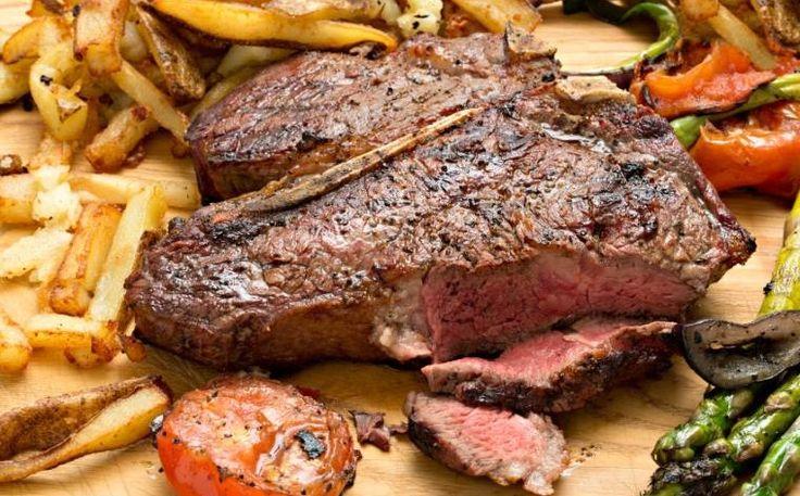 La bistecca a Firenze è così: con l'osso a T e una cottura al sangue