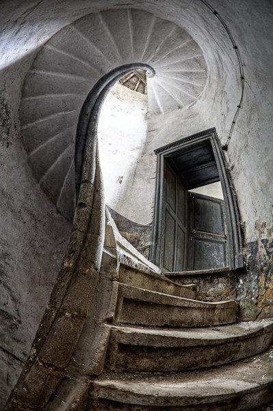 Bel escalier délaissé