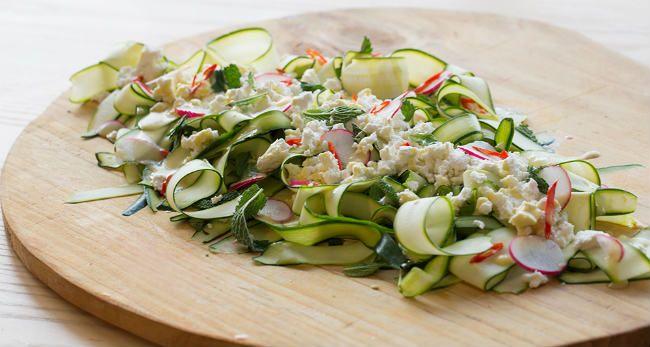 Separamos receitas de salada de abobrinha para usufruir de todos os benefícios. Existem receitas simples com poucos ingredientes e outras mais refinadas.