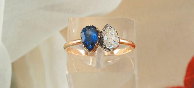 Le 24 mars 2013, avait lieu la vente de la bague de fiançailles offerte par Napoléon Bonaparte à sa future épouse Joséphine de Beauharnais. Il s'agit d'une bague en « toi et moi » sertie d'un saphir et d'un diamant taillés en poires, sur une fine monture d'or. Cette bague aurait probablement été offerte peu avant le 24 février 1796, jour de l'annonce des fiançailles de Napoléon avec Joséphine. Ce bijou s'est vendu au prix de 738.000 €.