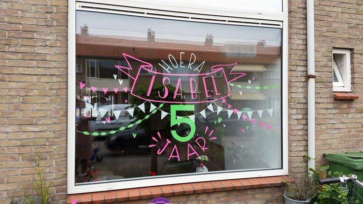 Hoera, isabel 5 jaar! Windowart | raambelettering | MADE-lon | madelonvos.wix.com/MADE-lon