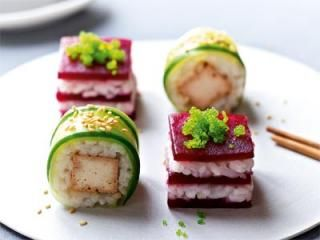 Rote-Bete-Sushi mit Wasabi-Kaviar