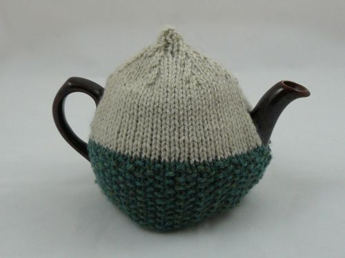 2 Cup Tea Cosy Knitting Pattern : 17 Best images about Knitting on Pinterest Free pattern, Cable and Knit pat...