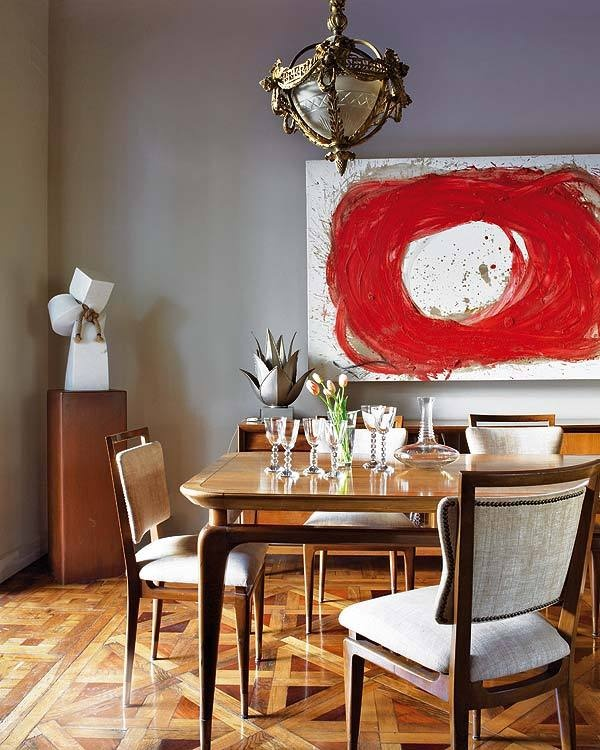 Ecclectic Dining Decor Brings Interest Into The Space