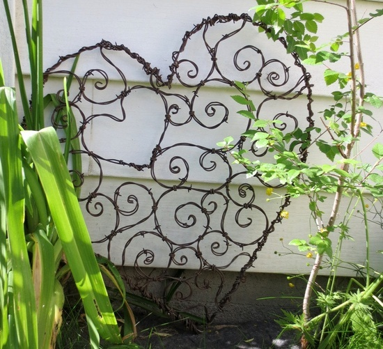 crafts with barbed wire | burly barbed wire heart of spirals trellis burly barbed wire heart of ...
