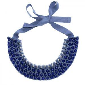 Синее ожерелье из ткани EN LA CORTE