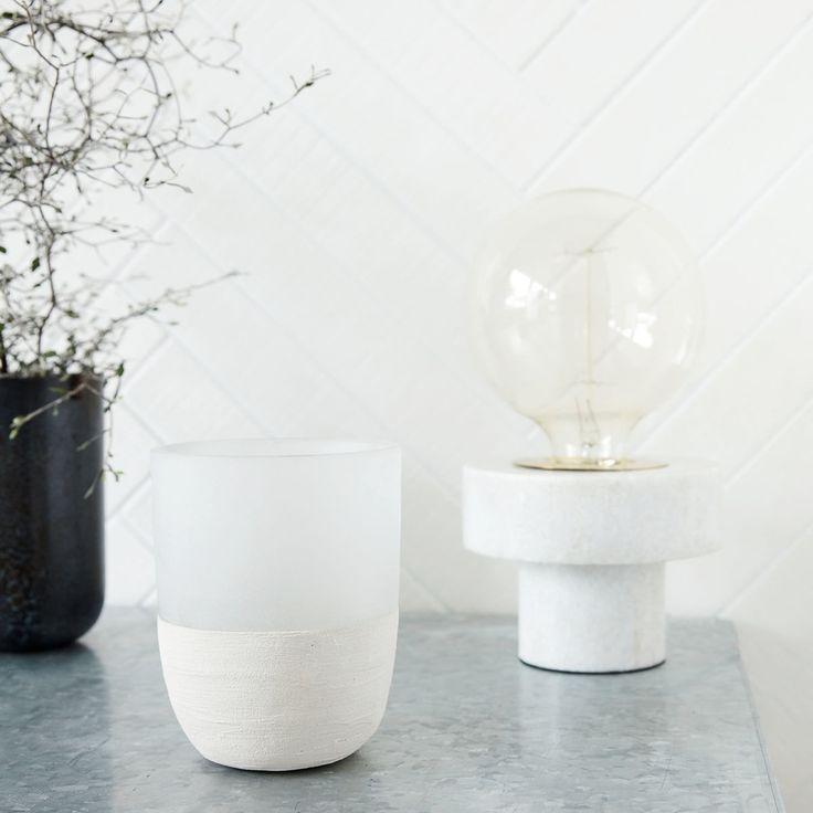 Design Stehlampe Für Den Tisch. Ideales Dekoelement Für Eine Tolle  Beleuchtung