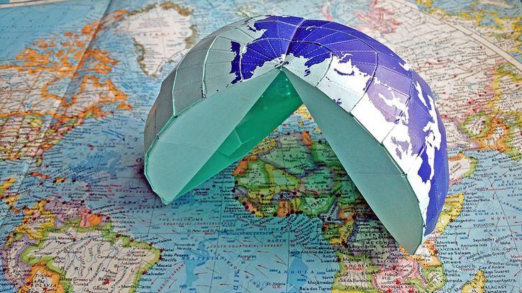 Pyöreätä maapalloa on mahdotonta litistää paperille ilman että mittasuhteet vääristyvät. Testaa, tunnistatko karttojen eroja - ja ylläty yleisimmin käytetyn maailmankartan iästä.