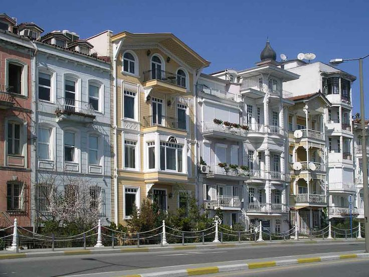Formerly Promoutou and Mikhailaion, Arnavutköy housed a long time large community of Greek origin. They are nevertheless Albanians that have adopted customs and worship. Greek is the origin of the current name of the city