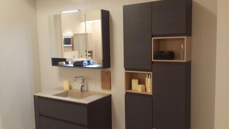Модульная система мебели для ванных комнат #ARBI позволяет персонализировать комнату и отразить собственные вкусы, создавая ощущение комфорта. В числе опций линейки Queens lacquered 12 новых вариантов отделки goffrato и 48 глянцевых и матовых лаков. Например, шоколадный цвет и полочки из натурального дерева естественного оттенка создают ощущение уверенности. #smalta #smaltaitaliandesign #coffeeproject #coffeeandproject #furniturestyle #interiordesign #design #tкрасивопрактично…