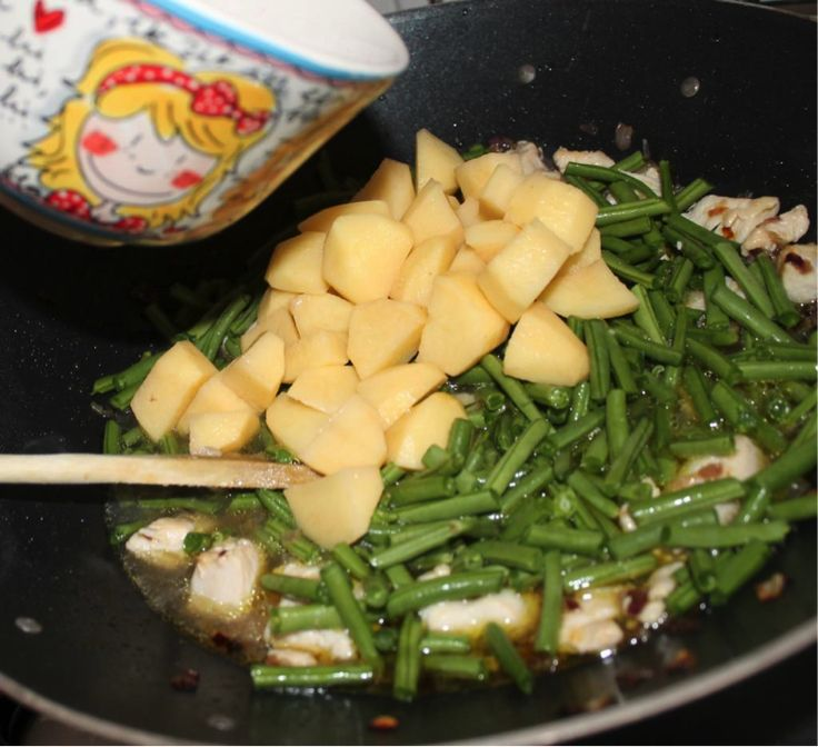 Recept om zelf Surinaamse Roti te maken met kip masala, haricots vers sperziebonen, heerlijk!