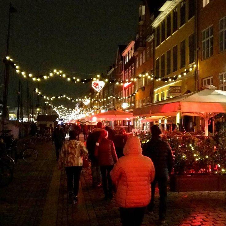 Christmas lights in #nyhavn #copenhagen