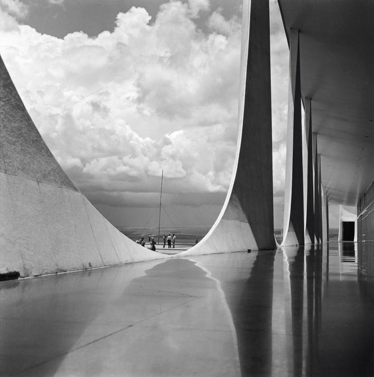 birth of a city: Spaces, Brazil, Building, Marcel Gautherot, Under Construction, Oscars Niemeyer, 1950, Oscar Niemeyer, Photo