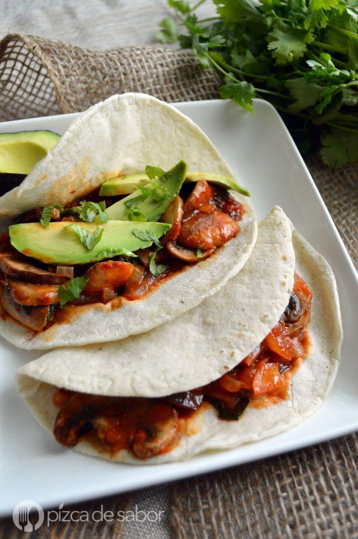 Tacos de champiñones en salsa roja www.pizcadesabor.com