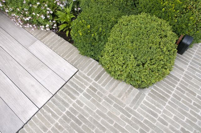 Van de moortel 'Pearl grey' cobblestone paving | grey wood