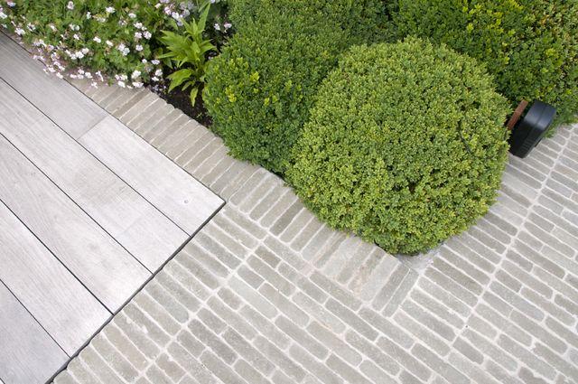 Van de moortel 'Pearl grey' cobblestone paving | grey wood
