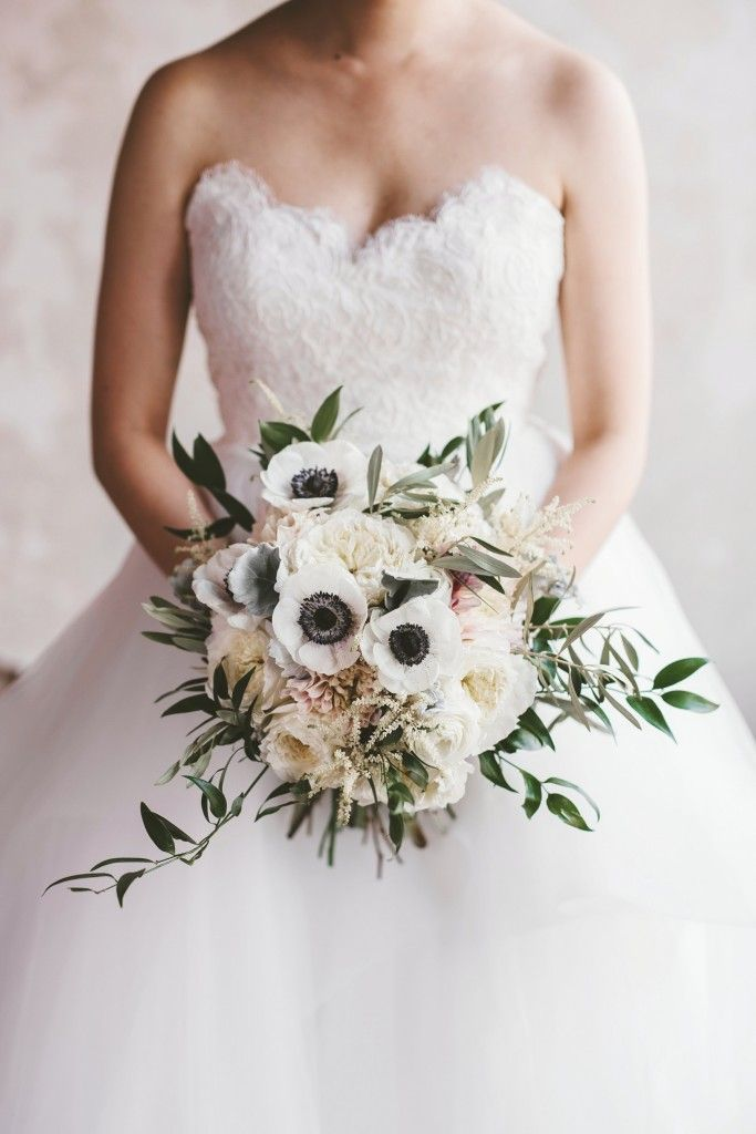 Anemone bouquet. White and blush bridal bouquet. Natural garden style bouquet. Bridal portraits. Photography by Stephanie Rogers Photography. Flowers by F. Dellit Designs.