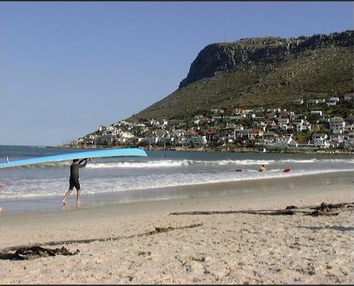 Self catering apartments, Clovelly, Cape Town   Take a stroll down to Fish Hoek Beach.  http://www.capepointroute.co.za/moreinfoAccommodation.php?aID=261