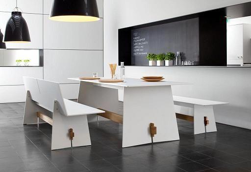 Ławeczki oraz stół z kolekcji  Tension. Idealne połączanie drewna oraz materiału HPL. Oryginalne meble z tej kolekcji można wykorzystać do wnętrz jak i na zewnątrz. Dzięki zastosowaniu materiału HPL, meble są odporne na wilgoć oraz zmiany temperatur.