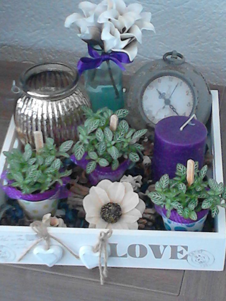 Dienblad met paarse decoratie