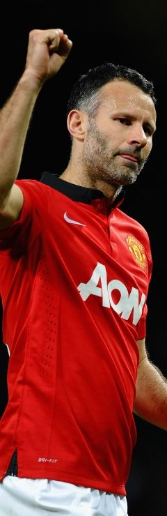 Ryan Giggs announces his retirement from professional football
