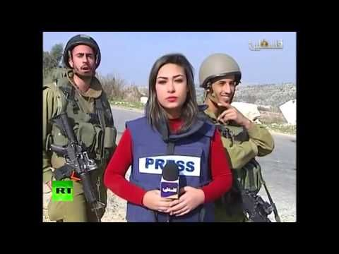 IDF soldiers mock & disrupt Palestinian reporter blasting 'Israel's racist policy' (VIDEO) — RT News
