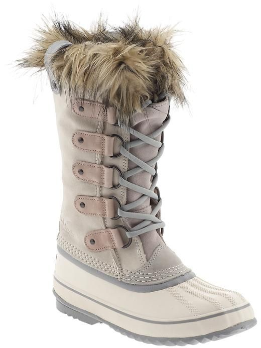 a beautiful snow boot? Yes Virginia, they do exist.- I was just wondering if I would ever find a pair........