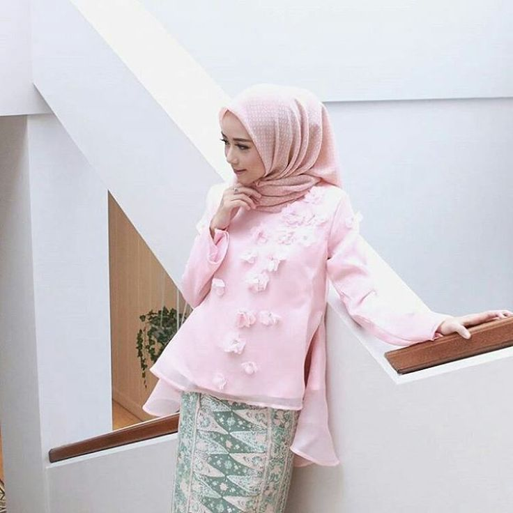 "2,822 Likes, 10 Comments - Gaun • Kebaya • Hijab • Mua (@inspirasigaunmuslimm) on Instagram: ""Inspired by @viratandia """