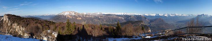 Randonnées Vue au sommet de la Croix du NIVOLET : Massif des Bauges et Chaine de Belledonne