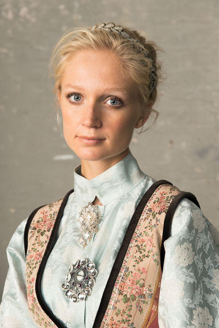 Eva Lie Design - Norwegian folk- inspired clothing - http://www.evalie.no/fantasistakker