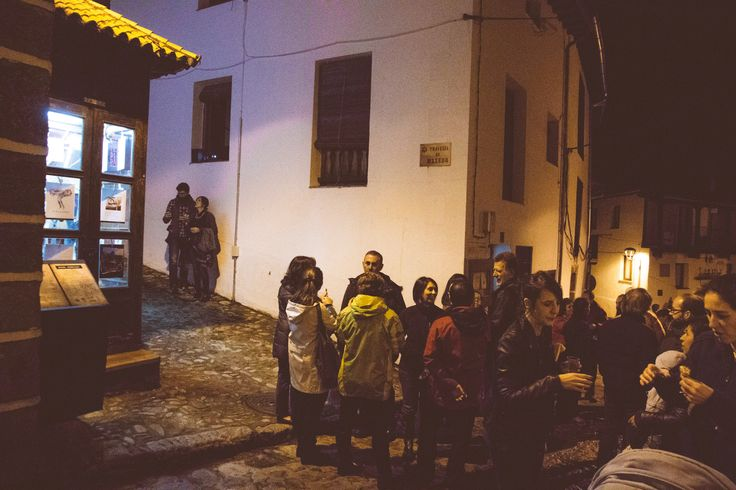 Durante la inauguración del número de otoño de Ropa Tendida fanzine en La Cabina de Hervás, dentro de la celebración del #otoñomágico16 del Valle del Ambroz. ¡Gracias a todos por venir! www.ropatendidafanzine.com https://www.facebook.com/galerialacabina/ fotografía @nataliaromay